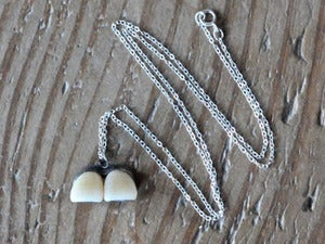 Image of CENTRAL INCISOR pendant