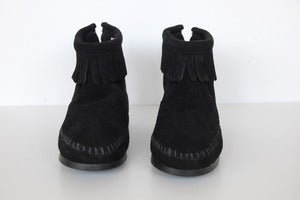 Image of Minnetonka Back Zipper Boot black
