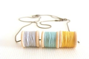 Image of Fils (gris, amarillo, menta) Colgantes / Necklaces