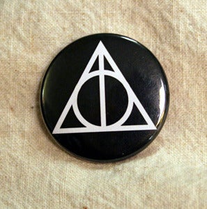 Image of Button of the Deathly Hallows