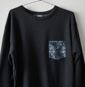 Image of MARBLE POCKET BLACK SWEATSHIRT