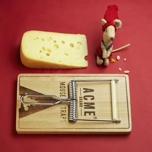 Image of Oh, Snap! Mouse Trap Cheese Board &amp; Slicer