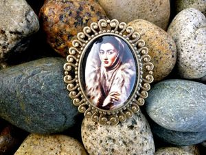 Image of El Greco's 'Lady in a Fur Wrap' OMARINA Heirloom Collection Large Spanish Renaissance PIN BROOCH