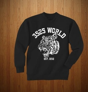 "Image of 3525 WORLD ""CREWNECK"" BLACK & WHITE"