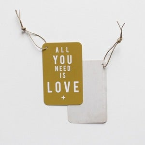 "Image of 5 Étiquettes cadeaux ""ALL YOU NEED IS LOVE"" / VIEIL OR"