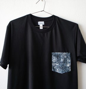 Image of MARBLE POCKET TEE (black)