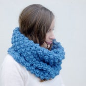 Image of Chunky berry stitch snood in blue